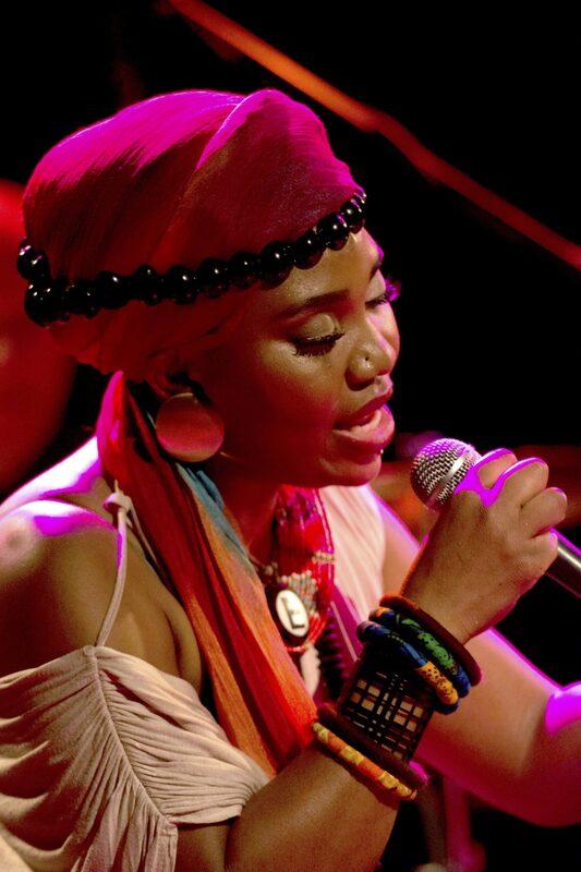 Folk im Park, Yvonne Mwale und Band: African Soul Music.