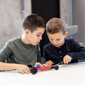 Bild: Werkstatt für junge Meister - Rennmechaniker