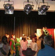 Bild: Kinder spielen Theater - Ferienprogramm