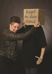 Bild: Liese-Lotte Lübke - Kopf in den Sand - Köln-Premiere