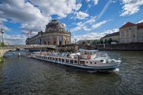 Bild: Brückenfahrt auf Landwehrkanal und Spree 2016 - Berlin vom Wasser aus.