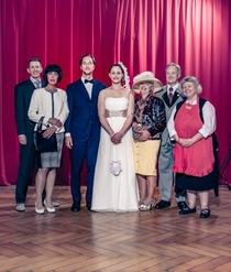 Bild: A Traum vo Hochzit - Ensemble der Alemannischen Bühnen