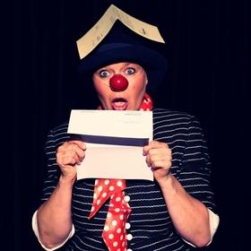 Bild: Die Clownin erwacht