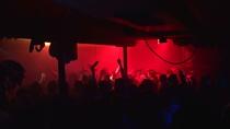 Bild: Clubbing Deluxe mit DJ George - mit DJ George