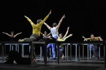 Bild: One Flat Thing, reproduced & Lux Tenebris - Choreografien von William Forsythe und Rafael Bonachela