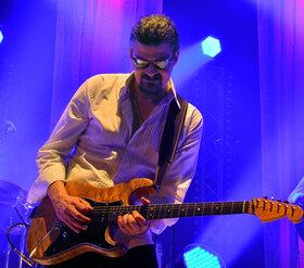 Bild: Christian Schwarzbach & Band - Der Blues-Rock Saiten-Zauberer aus München