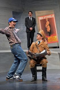 Bild: Er ist wieder da - Satire von Timur Vermes in einer Bearbeitung für das Theater von Gert Becker