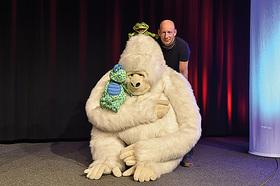 Bild: Benjamin Tomkins - King Kong und die weiße Barbie