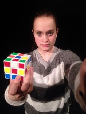Bild: ANNA LOG - Stück für eine Schauspielerin und ein Smartphone