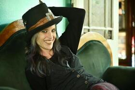 Bild: Cynthia Nickschas & Friends - unangepasster und ausgereifter Songwriter-Pop mit kritischen wie lebensfrohen Texten.