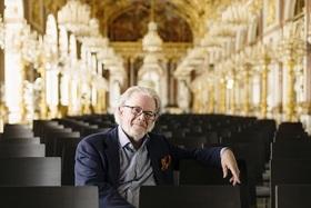 Bild: Enoch zu Guttenberg dirigiert Bach und Mozart