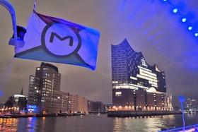 Bild: Blue Port Art Hamburg - 2-stündige Lichterfahrt