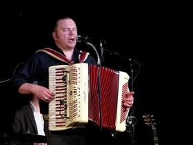 Bild: HISS - Von Sansibar nach Santa Fe - Balkan - Blues, Polka'n Roll, Taiga - Twist und Wildwest - Walzer füllen die Tanzböden und die Herzen der Zuschauer
