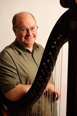 Bild: Robin Huw Bowen - Lebhafte Harfenklänge auf der Welsh Triple Harp