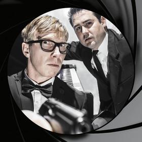 Bild: Mr. BOND – die Hoffnung stirbt zuletzt - Eine humorvolle Hommage an 50 Jahre Bond-Filme und deren unvergessliche Hits