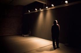 """Bild: Özlem Alkis - """"Camouflage"""" Im Rahmen von tanz nrw 17"""