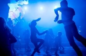 """Bild: Alfredo Zinola & Maxwell McCarthy - """"PARTY""""  Im Rahmen von tanz nrw 17"""