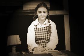 Bild: Anne Frank - nach einem Tagebuch des Mädchens Anne Frank