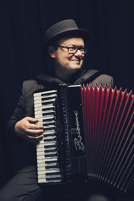 Bild: Frank Grischek - Akkordeon. Aber schön. Neues Programm – sein 1. Kabarett-Konzert