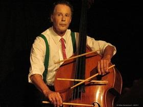 Bild: Der Kontrabass - Ein Mann, ein Instrument - ein intensives Bühnenstück