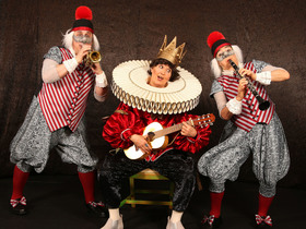 Bild: Des Kaisers neue Kleider - Theatermärchen mit Webstuhlmusik und Kleidermagie, ab 5 Jahren