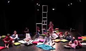 Bild: Zertrennt - Theaterstück über Verlust und Trennung und wie Kind dabei den Humor nicht verliert -  ab 12 Jahren