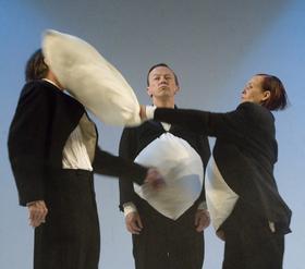 Bild: An der Arche um Acht - Himmlische Komödie über drei streitbare Pinguine und einen unsichtbaren Gott – ab 6 Jahren