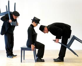 Bild: Dreier steht Kopf - Ein Stück über die Ordnung der Welt und wie sie auf den Kopf gestellt werden kann – ab 4 Jahren