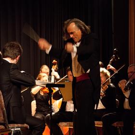 Bild: Neujahrskonzert Smetana Philharmonie Prag - Mit den Solisten: Nu-ri Park (Sopran), Hubert Schmid (Tenor)
