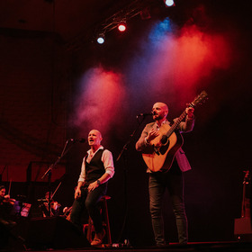 Bild: Simon and Garfunkel by Bookends - Through The Years in Concert
