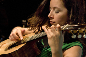 Bild: The International Guitarnight - Cecilia Zabala (Argentinien), Rhythm Shaw (Indien), Falk Zenker (D) und Peter Finger (D)