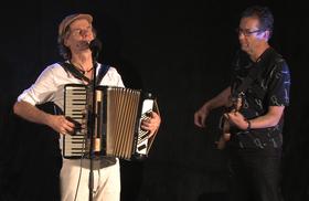 """Bild: """"Rio Reiser: Zwischen den Welten"""" Eine Theater-musikalische Biografie - mit Rudi Rhode (Gesang, Akk.) und Michael Gustorff (Bass, Loops)"""