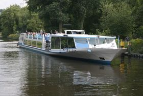 Bild: Fahrt mit Dem Glitzerschiff - Fahrt mit dem Glitzerschiff