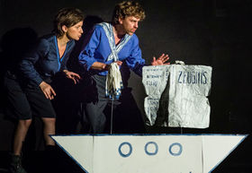 Bild: Schöner Scheitern mit Ringelnatz - Ein Theaterabend mit Papierrequisiten und- kostümen.