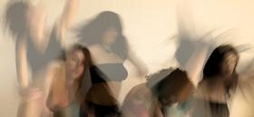 Bild: Gerollter Menschenstrudel mit Apfelstücken - Tanz-Kurzstücke für den Abend: Ein besonderes Betthupferl