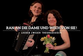 Bild: Merle Clasen  (Gesang) und Christine Weghoff  (Klavier/Akkordeon): ,,Ran an  die Dame und wech von sie!