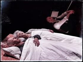 Bild: Das Dunkel liegt unterm Bett (5+ / 40 min.) - teater2tusind & Teatret Gruppe 38 (DK)