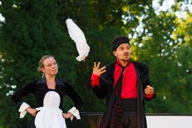 Bild: Das Spiel von Liebe und Zufall - Komödie von Marivaux - Open-Air-Sommertheater