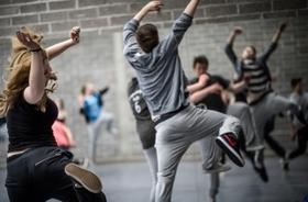 Bild: Showing Jugendprojekt - Ltg. Franky Dee & Misael López  Zeitgenössischer Tanz trifft HipHop