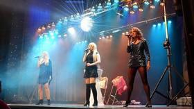 Bild: The Greatest Ladies Hits - Erleben Sie ein Feuerwerk voll Emotionen zu einer hervorragenden Lightshow mit Liedern von Whitney Houston, Cher, Tina Turner