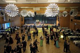 "Bild: 3. Frühlingsball - ""Siegen tanzt"" mit der Feedback-Dancing-Band"