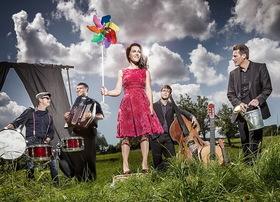 """Bild: Moi et les Autres feat. Juliette Brousset - - Swing-Chansons in """"Bio"""" Qualität –"""