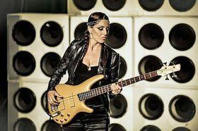Bild: Ida Nielsen & Band - Die Bassistin von Prince