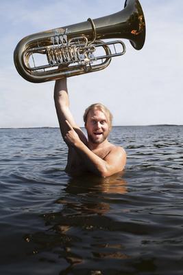Bild: Kein Aufwand! - Andreas Martin Hofmeir (Tuba), begleitet von Tim Allhoff (Klavier)