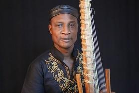 Bild: Adjiri Odametey - und Band -  Mitreißende Afrikanische Weltmusik