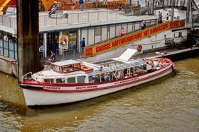 Bild: Harbour Tour - ENGLISH guided - 2018 / 1 hour tour in the harbour of Hamburg