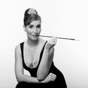 Bild: En Suite - Allein mit Audrey Hepburn - Gastspiel-PREMIERE