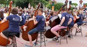 Bild: Hampshire Country Youth Orchestra - Bach, Bernstein, Arutiunian und Stravinsky