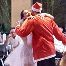 Bild: Weihnachtstanzball - mit großem Warm- und Kaltbuffet, Tanzshow, DJ und toller Tanzmusik