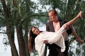 Bild: Sommertheater an der Seebühne - Ein romantischer Sommerabend am Tiefen See